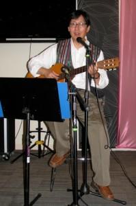 Synn Kune plays guitar
